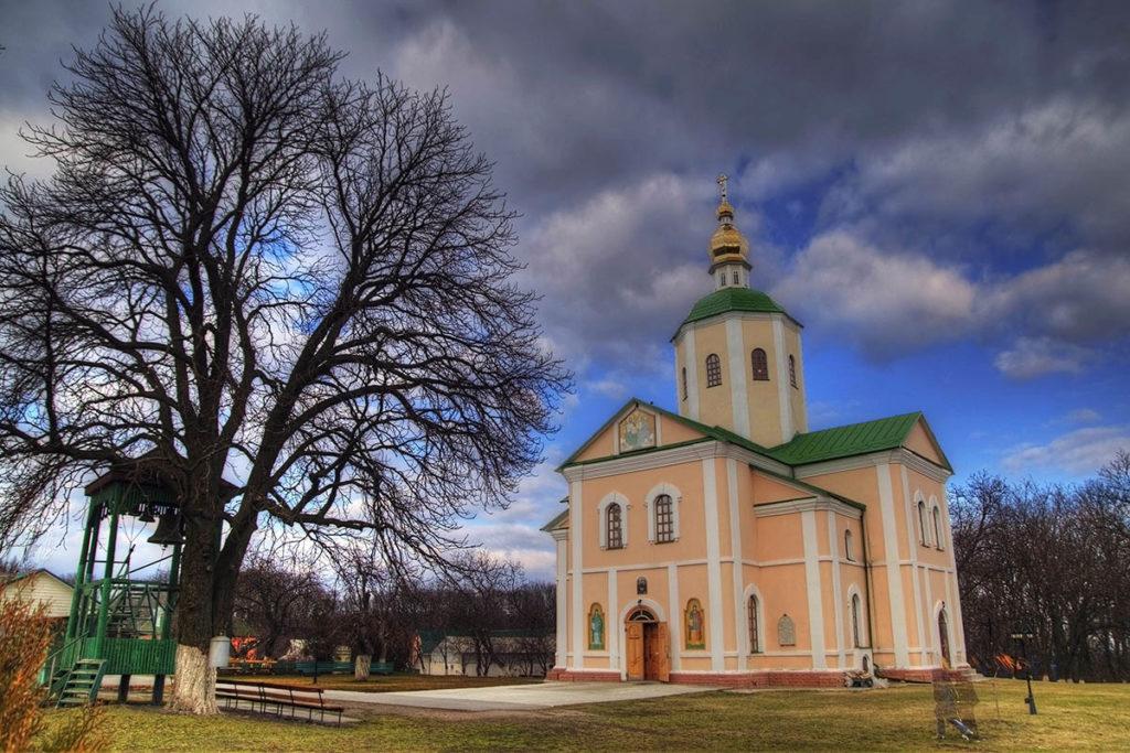 Мотронинський монастир Троїцька церква